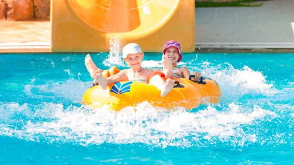 kids-club-pool-party